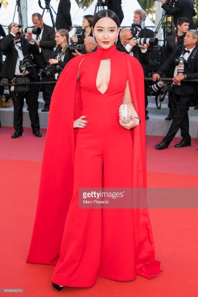 Thảm đỏ LHP Cannes bỗng xuất hiện Phạm Băng Băng hàng nhái hở ngực, lộ vùng dưới cánh tay bị thâm - Ảnh 5.