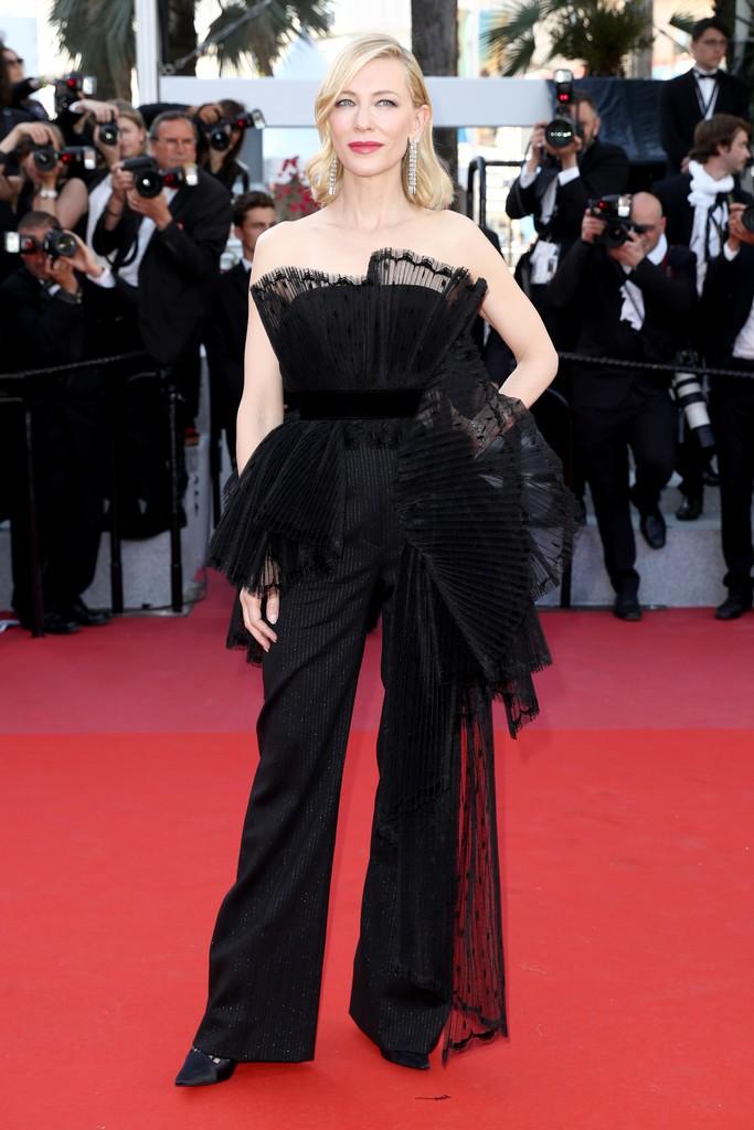 Thảm đỏ LHP Cannes bỗng xuất hiện Phạm Băng Băng hàng nhái hở ngực, lộ vùng dưới cánh tay bị thâm - Ảnh 7.