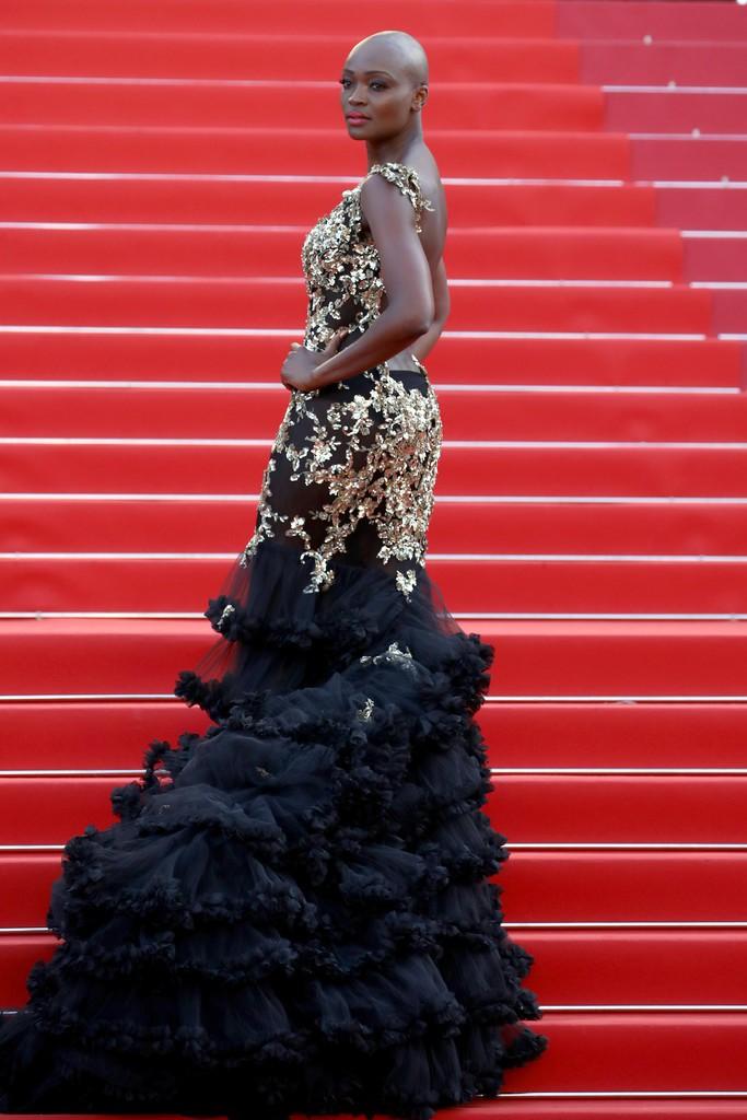 Thảm đỏ LHP Cannes bỗng xuất hiện Phạm Băng Băng hàng nhái hở ngực, lộ vùng dưới cánh tay bị thâm - Ảnh 10.