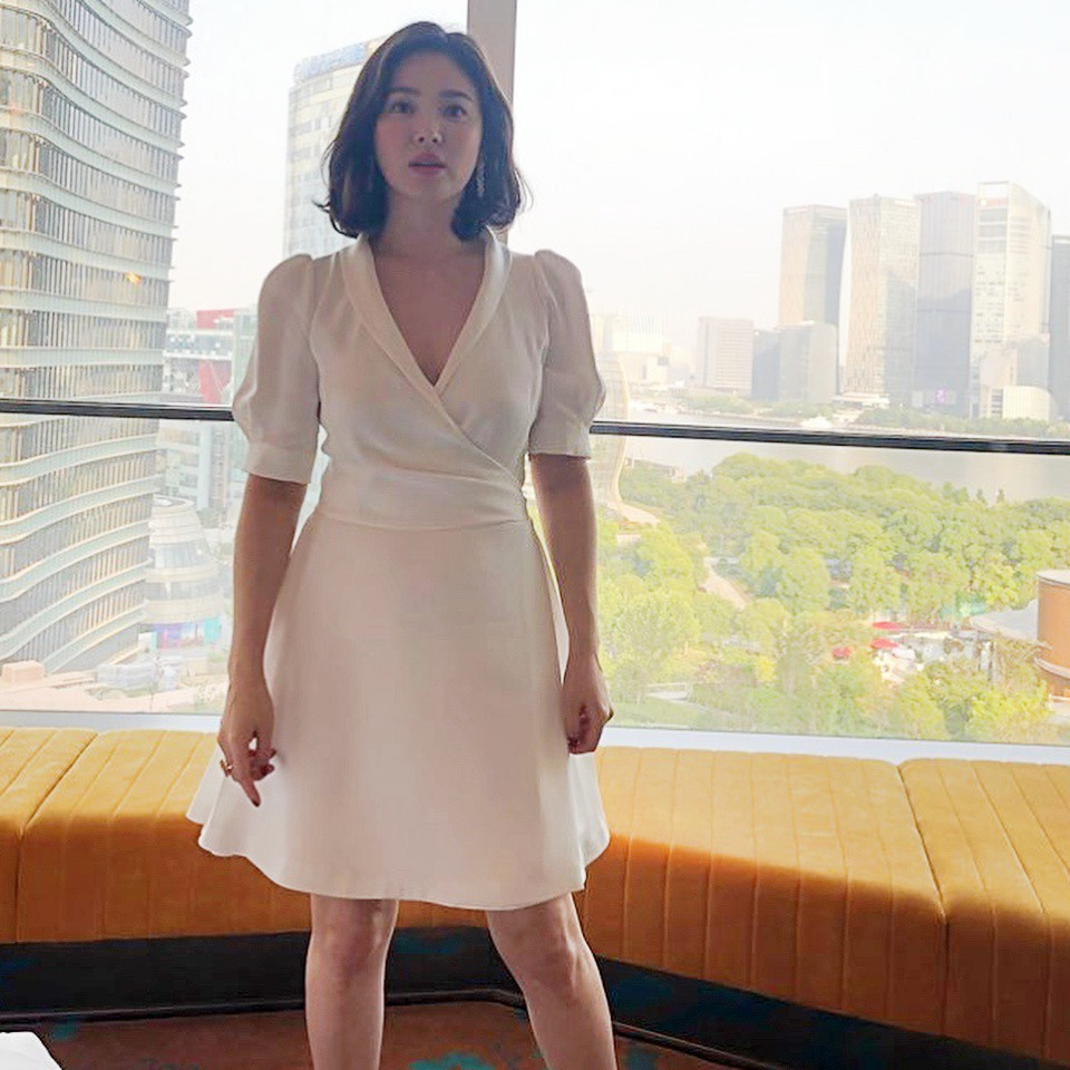 Lộ vòng eo bất thường, Song Hye Kyo lại bị đồn đang mang thai đứa con đầu lòng với Song Joong Ki - Ảnh 4.
