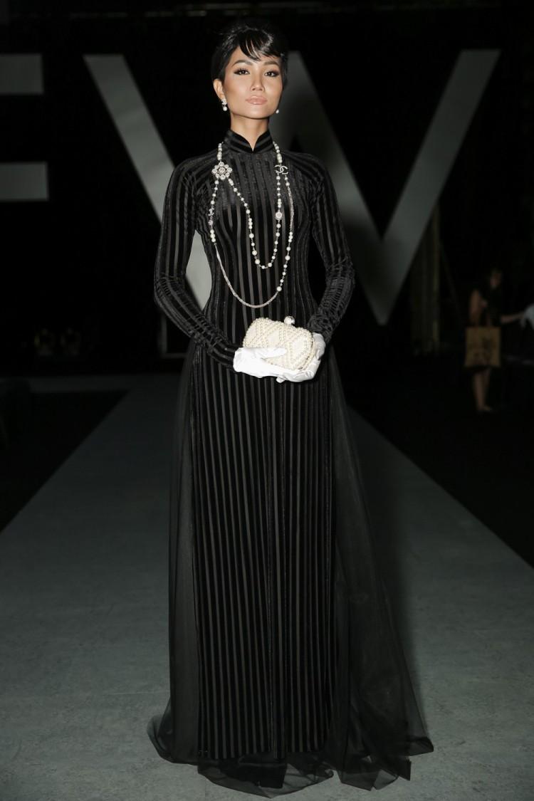 Nhìn lại loạt Best Look của các sao mới thấy, sự ra đi của stylist Mì Gói quả là mất mát đáng tiếc với thời trang Việt - Ảnh 1.