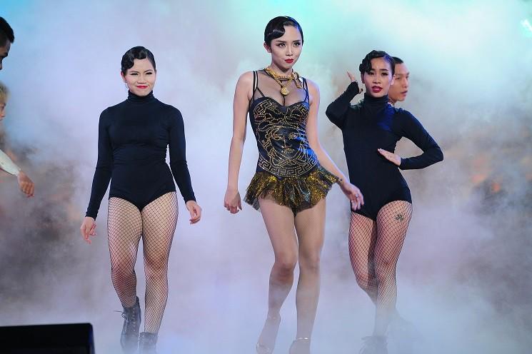 Nhìn lại loạt Best Look của các sao mới thấy, sự ra đi của stylist Mì Gói quả là mất mát đáng tiếc với thời trang Việt - Ảnh 15.