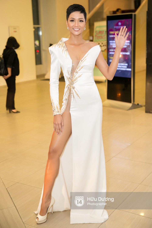 Nhìn lại loạt Best Look của các sao mới thấy, sự ra đi của stylist Mì Gói quả là mất mát đáng tiếc với thời trang Việt - Ảnh 2.
