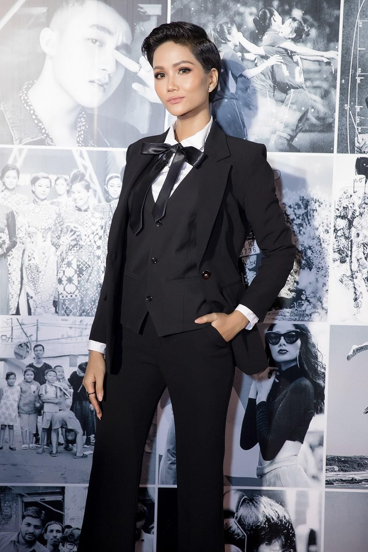 Nhìn lại loạt Best Look của các sao mới thấy, sự ra đi của stylist Mì Gói quả là mất mát đáng tiếc với thời trang Việt - Ảnh 3.