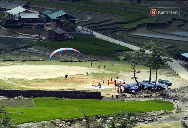 Đã mắt với lễ hội dù lượn bay trên mùa nước đổ Mù Cang Chải 2018 - Ảnh 3.