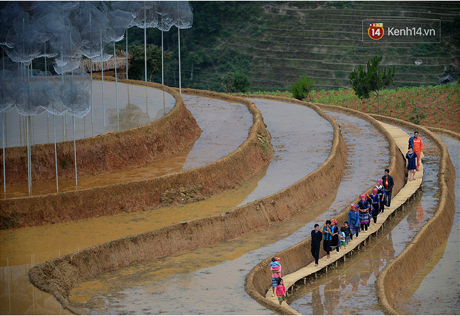 Cận cảnh triển lãm Mây pha lê trên đồi mâm xôi hot nhất Mù Cang Chải từng khiến dân phượt lo ngại - Ảnh 5.