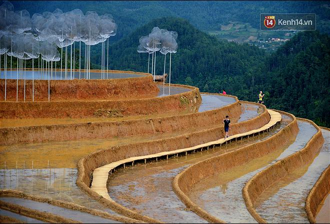Cận cảnh triển lãm Mây pha lê trên đồi mâm xôi hot nhất Mù Cang Chải từng khiến dân phượt lo ngại - Ảnh 6.