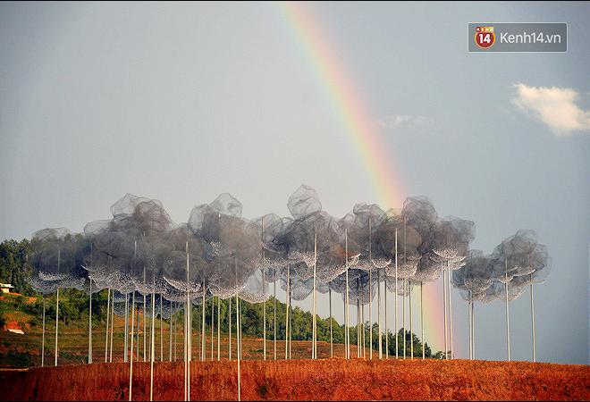 Cận cảnh triển lãm Mây pha lê trên đồi mâm xôi hot nhất Mù Cang Chải từng khiến dân phượt lo ngại - Ảnh 15.