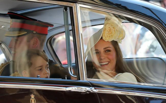 Ngắm thời trang tại đám cưới hoàng gia mà bỏ lỡ 15 chiếc mũ tinh xảo này thì bạn đã bỏ qua đặc sản rồi - Ảnh 3.
