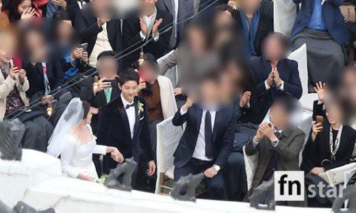 Rần rần trước loạt chi tiết trùng khớp giữa đám cưới Hoàng Gia Anh và hôn lễ thế kỷ của Song Song - Ảnh 15.