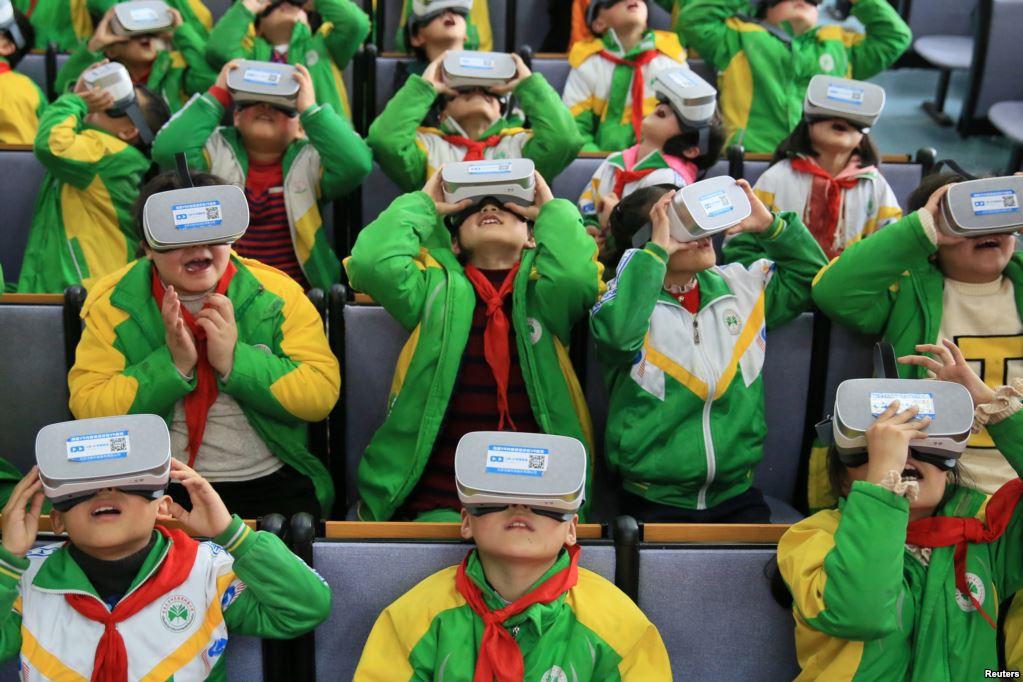 Để chống học sinh ngủ gật và lườm nguýt giáo viên, một trường học ở Trung Quốc đã lắp đặt camera tích hợp AI - Ảnh 2.