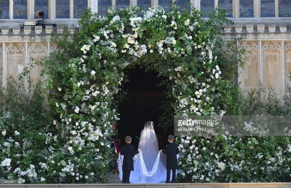 Rần rần trước loạt chi tiết trùng khớp giữa đám cưới Hoàng Gia Anh và hôn lễ thế kỷ của Song Song - Ảnh 8.