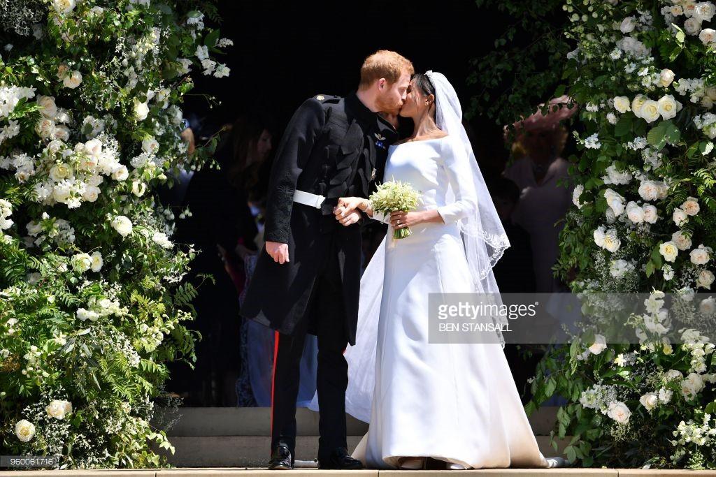 Rần rần trước loạt chi tiết trùng khớp giữa đám cưới Hoàng Gia Anh và hôn lễ thế kỷ của Song Song - Ảnh 4.