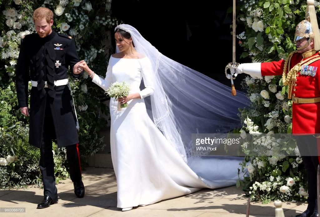 Rần rần trước loạt chi tiết trùng khớp giữa đám cưới Hoàng Gia Anh và hôn lễ thế kỷ của Song Song - Ảnh 2.