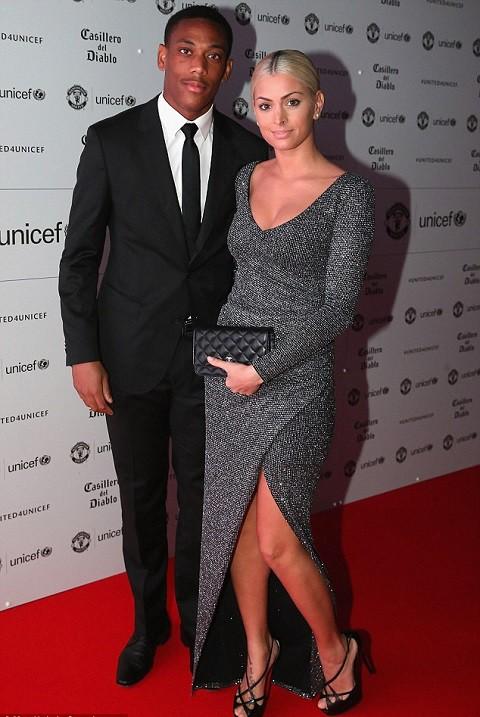 Siêu đội hình kết hợp vợ, bạn gái cầu thủ Chelsea - Man Utd - Ảnh 11.
