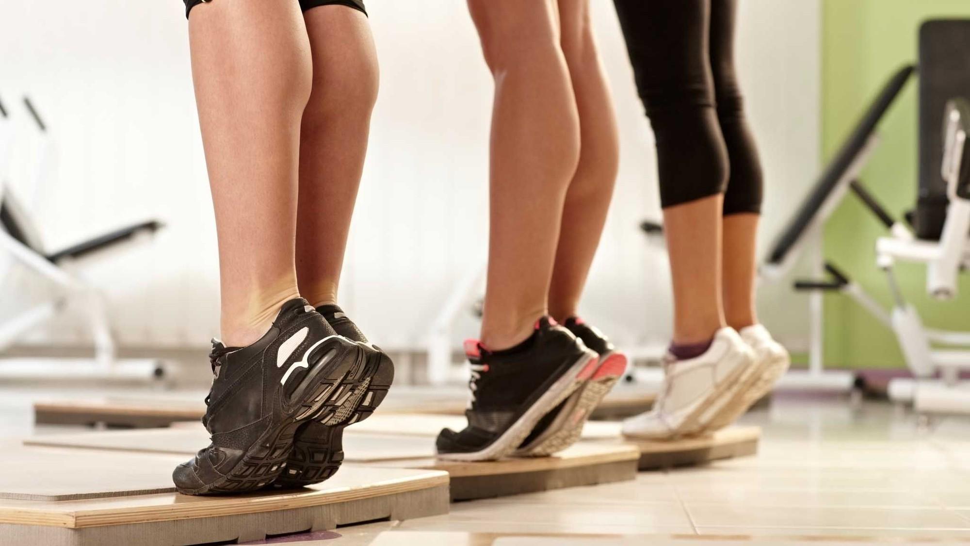 Những sai lầm khi tập luyện khiến bắp chân chẳng những không nhỏ đi mà còn to ra - Ảnh 2.