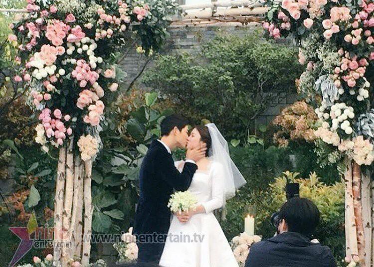 Rần rần trước loạt chi tiết trùng khớp giữa đám cưới Hoàng Gia Anh và hôn lễ thế kỷ của Song Song - Ảnh 19.