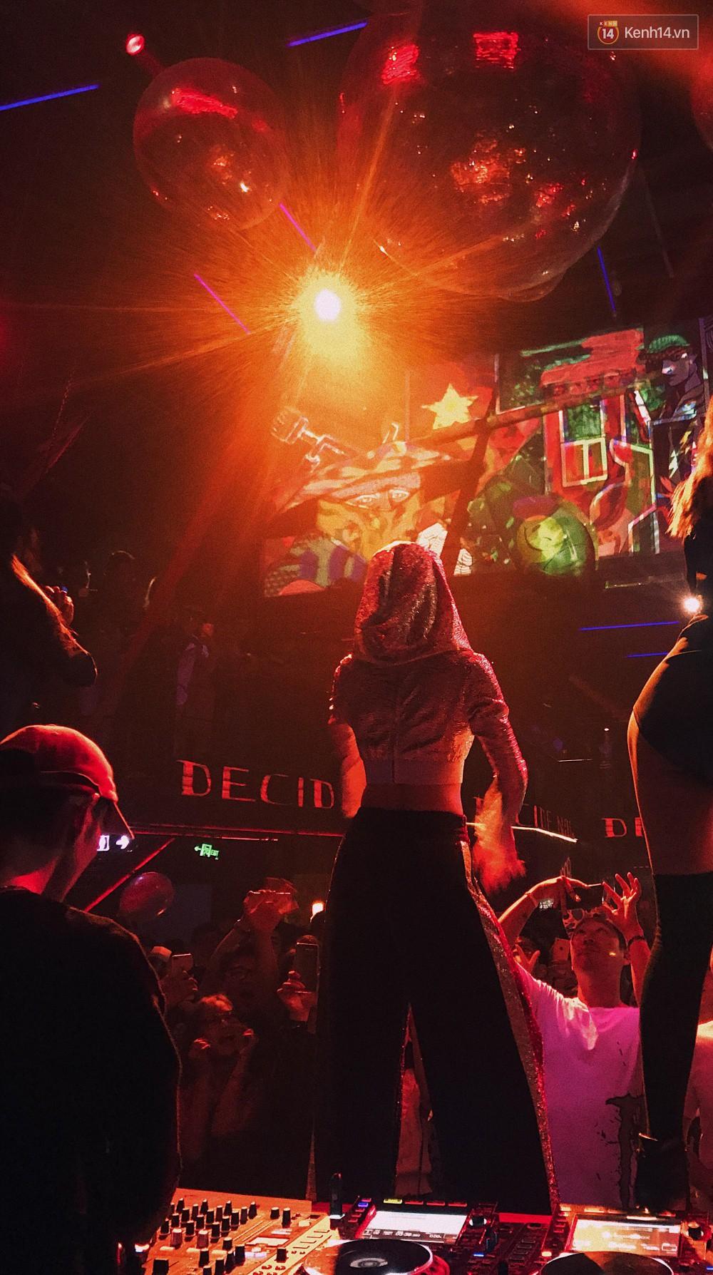Chi Pu lần đầu live ca khúc mới Đoá hoa hồng, vừa hát vừa nhảy cực sung trong đêm nhạc tại Hà Nội - Ảnh 11.