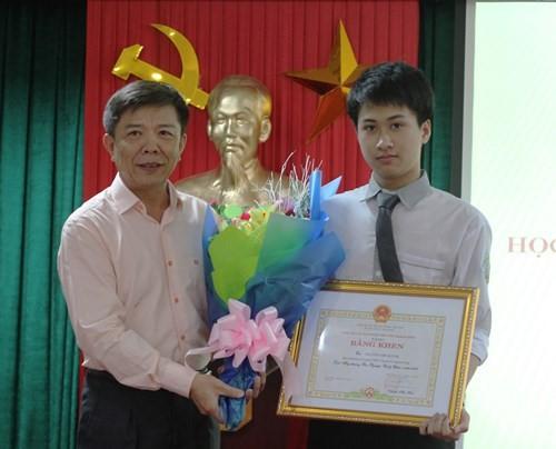 Đỗ ĐH số 1 thế giới, giành 2 HCV Olympic Quốc tế, 9x Quảng Bình lại vừa nhận Huân chương Lao động hạng Ba của Chủ tịch nước - Ảnh 5.