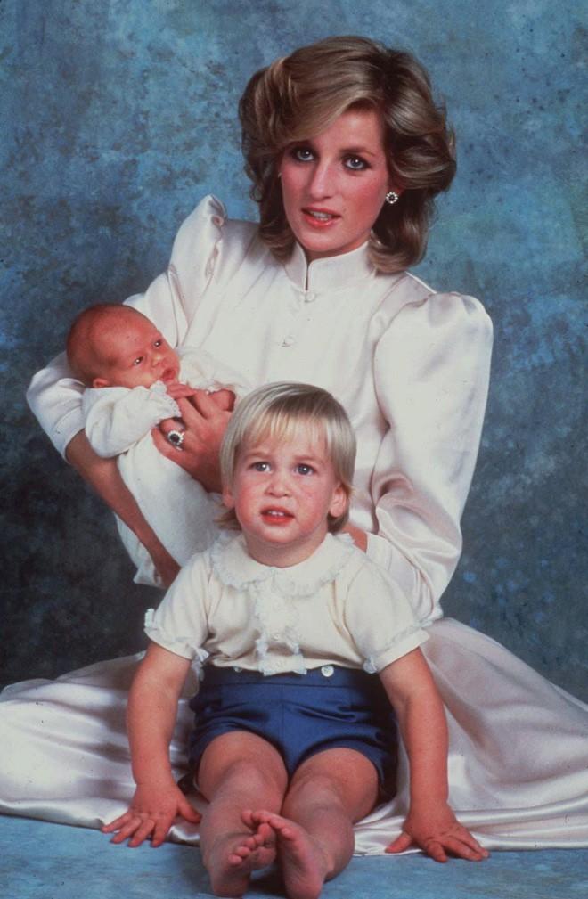Hành trình trưởng thành của Hoàng tử Harry: Từ tay chơi đầy tai tiếng đến vị hoàng tử được ngàn người yêu mến, vạn cô gái ước ao - Ảnh 1.