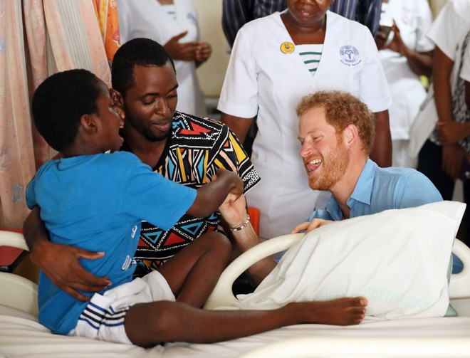 Hành trình trưởng thành của Hoàng tử Harry: Từ tay chơi đầy tai tiếng đến vị hoàng tử được ngàn người yêu mến, vạn cô gái ước ao - Ảnh 12.