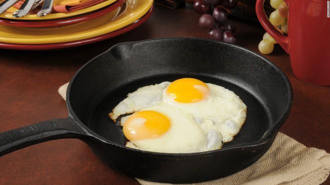 Nhiễm khuẩn Salmonella - điều cần biết về nguyên nhân thu hồi hàng triệu quả trứng ở Mỹ trong tháng qua - Ảnh 4.