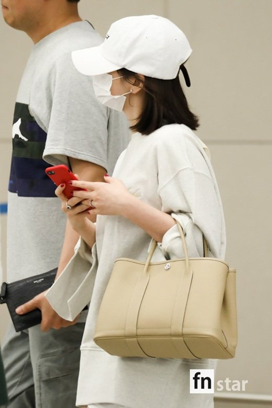 Hé lộ lý do khiến mỹ nữ Song Hye Kyo tất tả từ Thượng Hải trở về Hàn Quốc