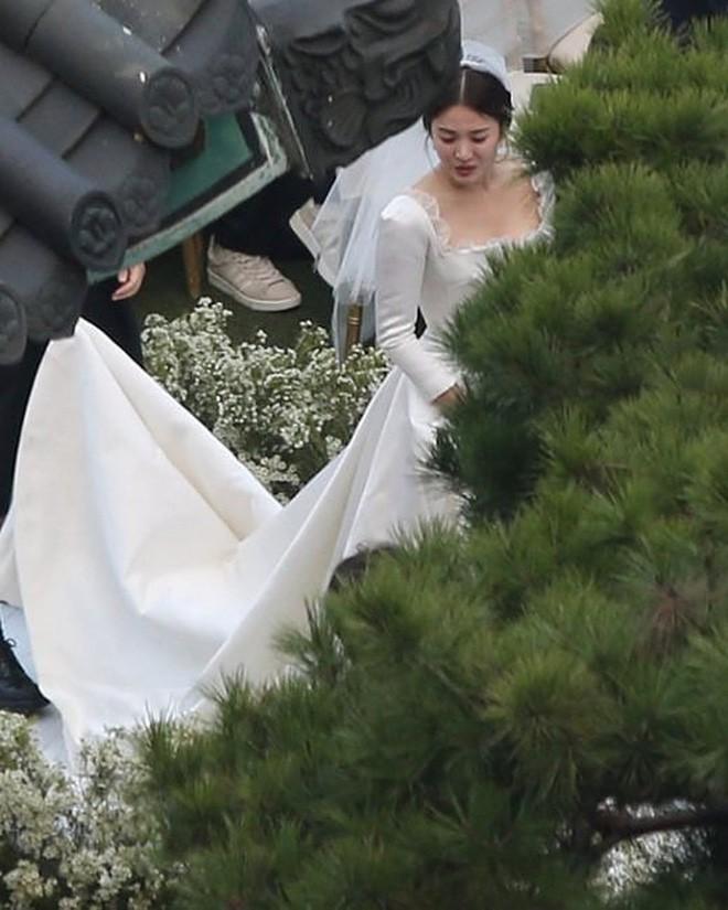 Rần rần trước loạt chi tiết trùng khớp giữa đám cưới Hoàng Gia Anh và hôn lễ thế kỷ của Song Song - Ảnh 11.
