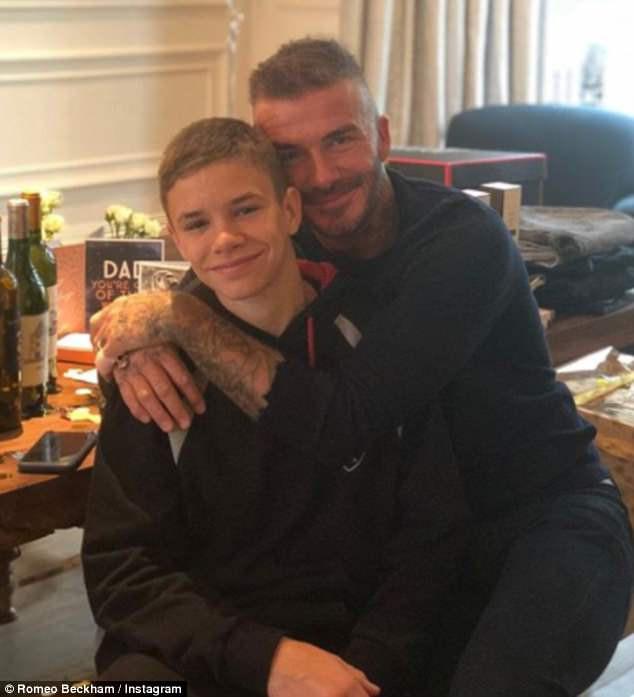 Cả gia đình chúc mừng sinh nhật Beckham, nhưng chất giọng quý tộc của Harper mới gây chú ý nhất - Ảnh 4.