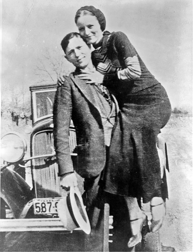 Bonnie và Clyde: Khao khát nổi tiếng nhưng trở thành cặp sát thủ khiến nước Mỹ khiếp sợ, chết đi mới hoàn thành tâm nguyện, được hàng ngàn người đưa tang - Ảnh 4.