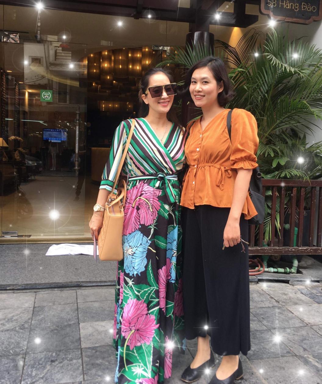 Khánh Thi đứng cạnh cô bạn thân 25 năm Nguyệt thảo mai, ai xinh đẹp hơn? - Ảnh 2.