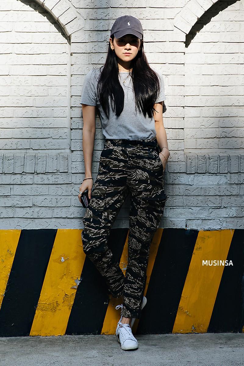 Sơ vin và quần cạp cao - 2 thần chú đơn giản nhưng hiệu nghiệm làm nên street style đẹp bá cháy của giới trẻ Hàn tuần qua - Ảnh 1.