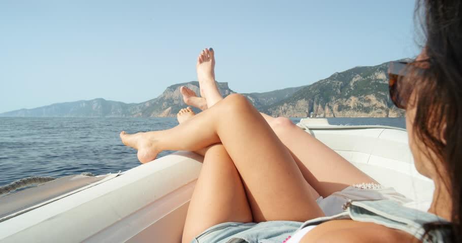 Ai cũng tắm nắng để hấp thụ vitamin D nhưng sao có người đủ, người thì vẫn thiếu? - Ảnh 3.