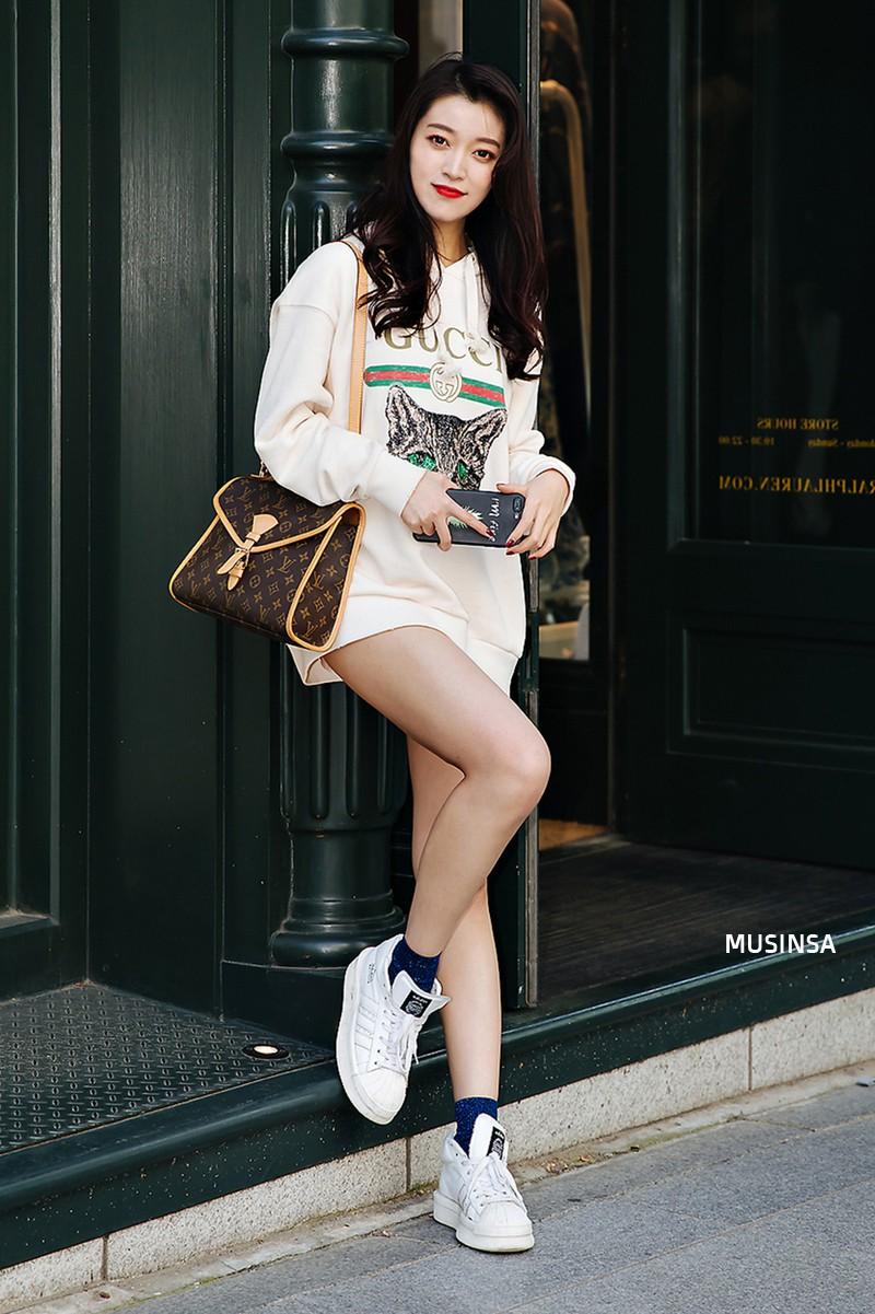 Sơ vin và quần cạp cao - 2 thần chú đơn giản nhưng hiệu nghiệm làm nên street style đẹp bá cháy của giới trẻ Hàn tuần qua - Ảnh 7.