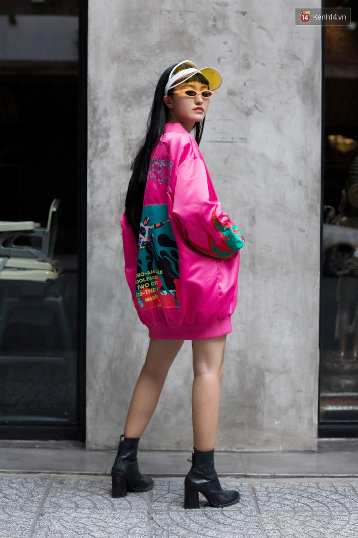 Street style 2 miền tuần qua đã chứng minh: sành điệu là phải diện kính mắt tí hon và mũ chống nắng - Ảnh 9.