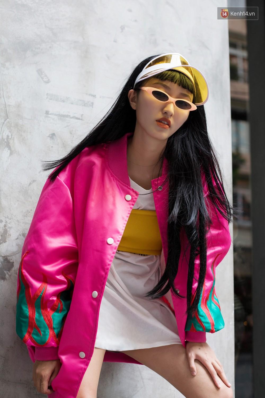 Street style 2 miền tuần qua đã chứng minh: sành điệu là phải diện kính mắt tí hon và mũ chống nắng - Ảnh 10.