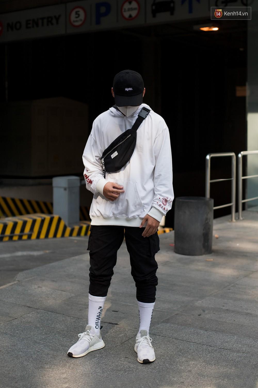 Street style 2 miền tuần qua đã chứng minh: sành điệu là phải diện kính mắt tí hon và mũ chống nắng - Ảnh 16.