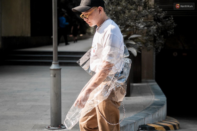Street style 2 miền tuần qua đã chứng minh: sành điệu là phải diện kính mắt tí hon và mũ chống nắng - Ảnh 8.