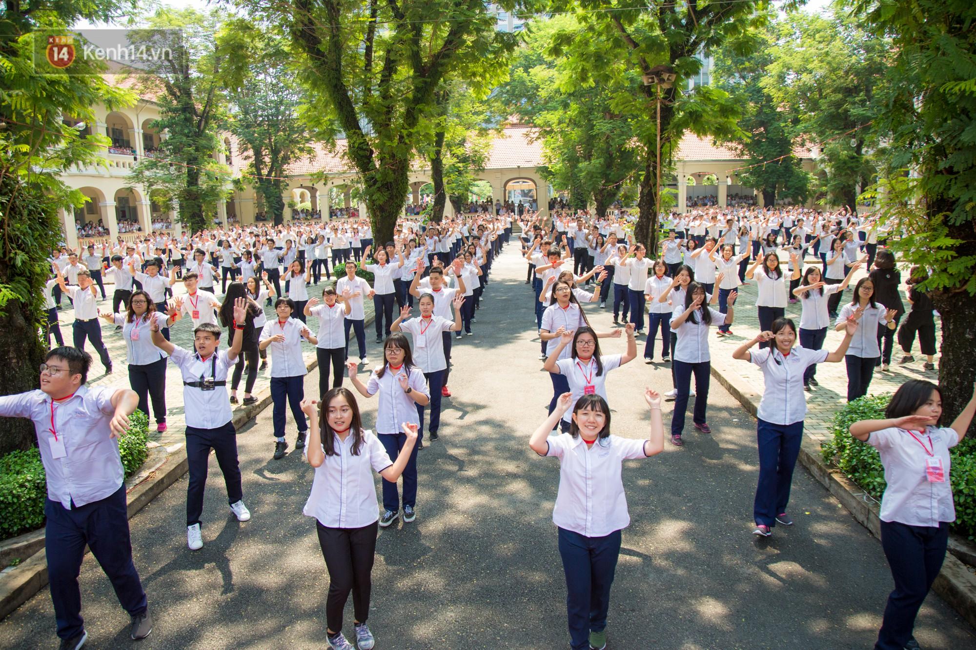 Tập thể học sinh lớp 12