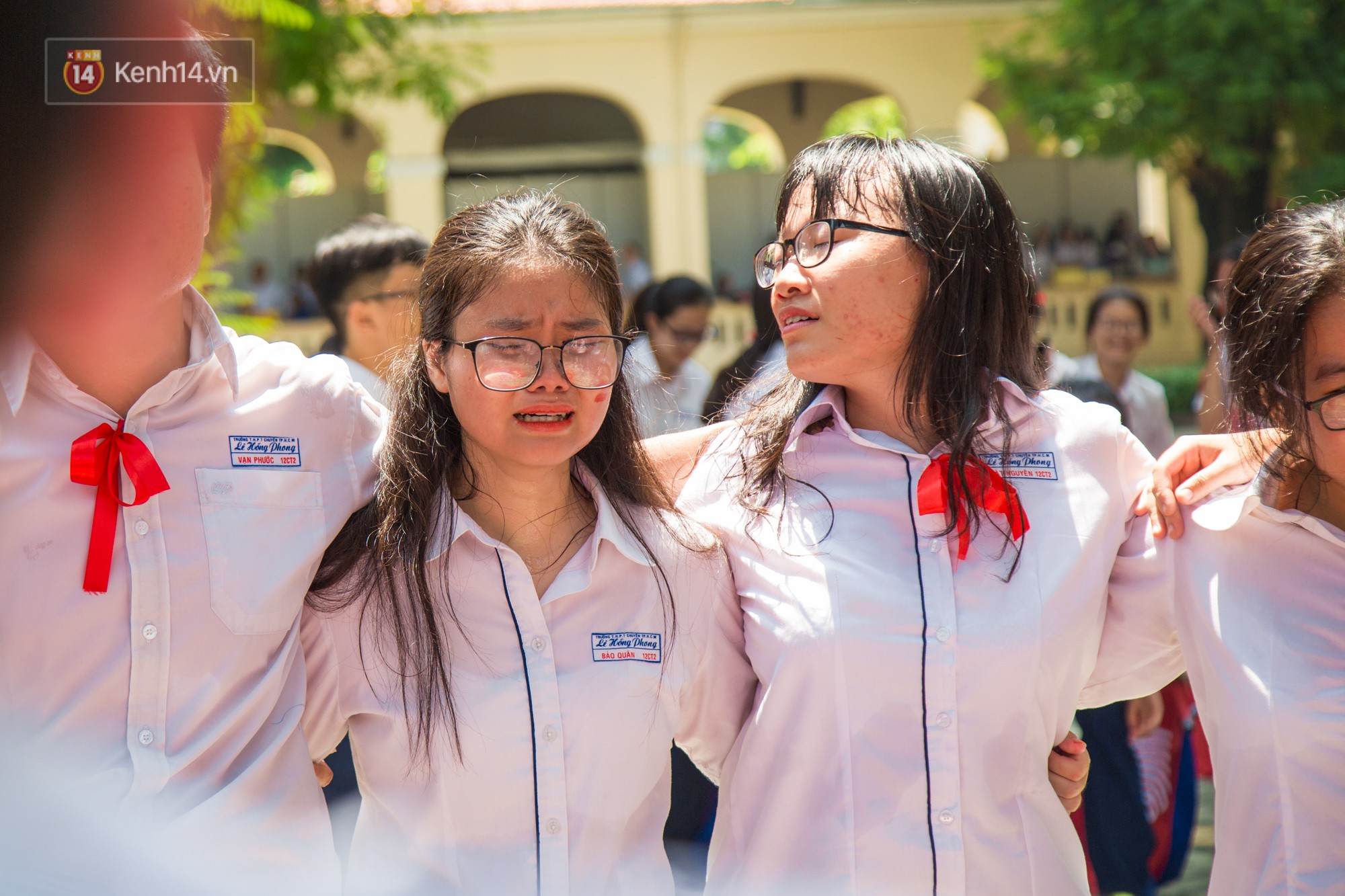 Ngày ra trường của teen Lê Hồng Phong: Nụ cười và nước mắt, bạn tôi ơi xin bên nhau thêm chút nữa! - Ảnh 11.