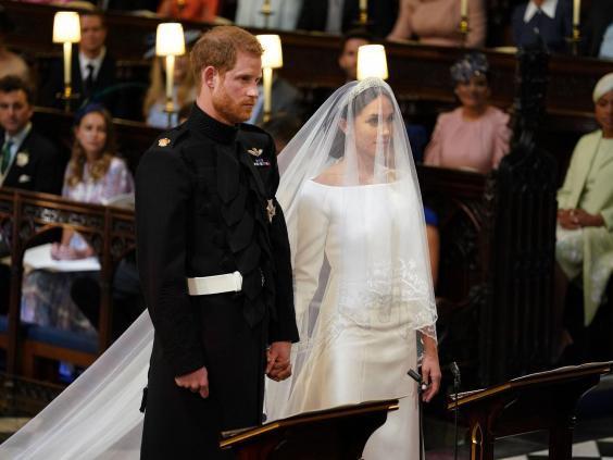 Những chiếc váy cưới đẹp nhất và đi vào lịch sử của Hoàng gia Anh - Ảnh 1.