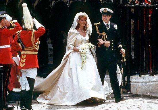 Những chiếc váy cưới đẹp nhất và đi vào lịch sử của Hoàng gia Anh - Ảnh 3.