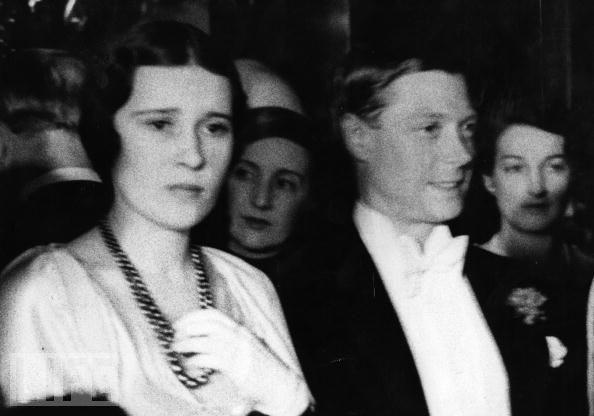 Edward VIII - vua nước Anh một đời phong lưu lại rơi vào lưới tình si, từ bỏ cả ngai vàng để cưới người phụ nữ Mỹ đã 2 lần đò - Ảnh 3.