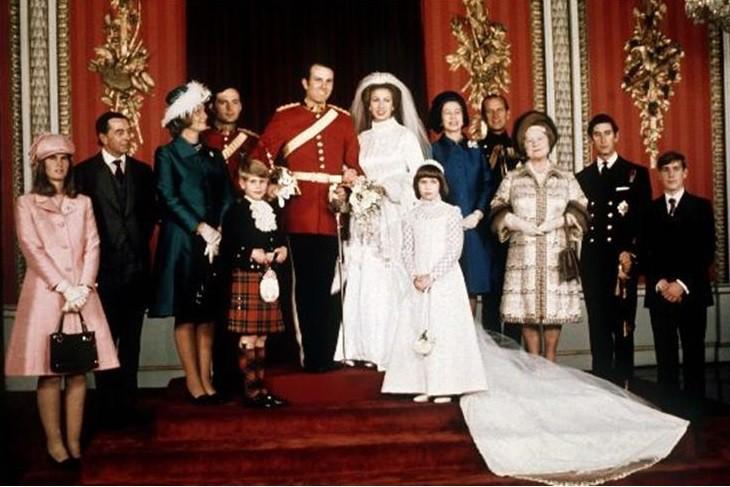 Những chiếc váy cưới đẹp nhất và đi vào lịch sử của Hoàng gia Anh - Ảnh 4.