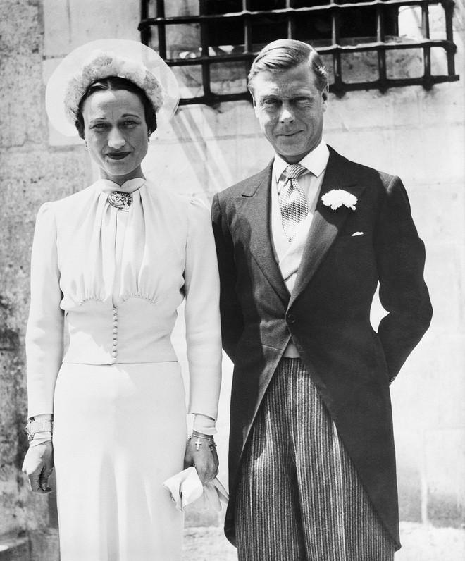 Edward VIII - vua nước Anh một đời phong lưu lại rơi vào lưới tình si, từ bỏ cả ngai vàng để cưới người phụ nữ Mỹ đã 2 lần đò - Ảnh 6.