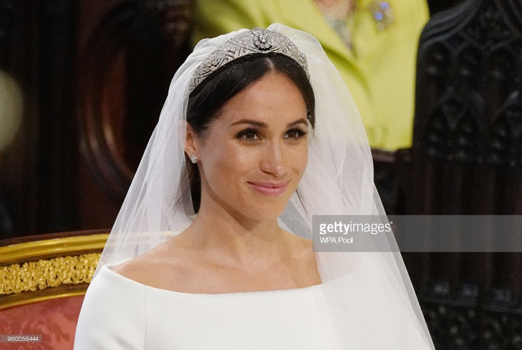 3 chiếc váy cưới nổi tiếng của Công nương Diana và hai cô con dâu xinh đẹp - Ảnh 11.