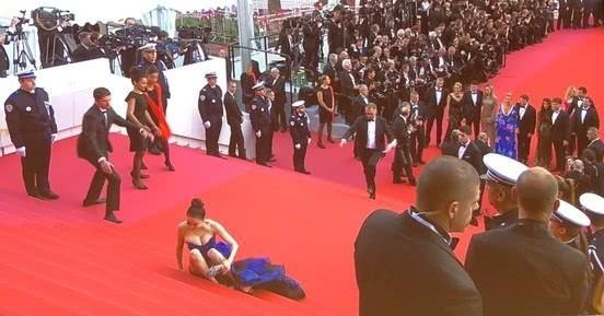 Hoa hậu Trung Quốc cố tình ngã trào ngực tại Cannes được chào đón không kém gì Phạm Băng Băng - Ảnh 2.