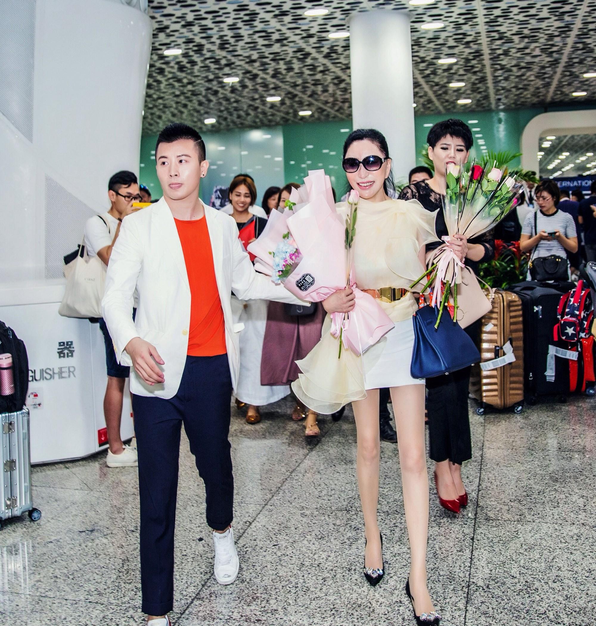 Hoa hậu Trung Quốc cố tình ngã trào ngực tại Cannes được chào đón không kém gì Phạm Băng Băng - Ảnh 5.