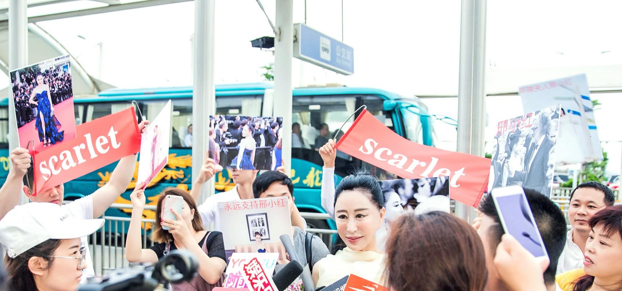 Hoa hậu Trung Quốc cố tình ngã trào ngực tại Cannes được chào đón không kém gì Phạm Băng Băng - Ảnh 6.