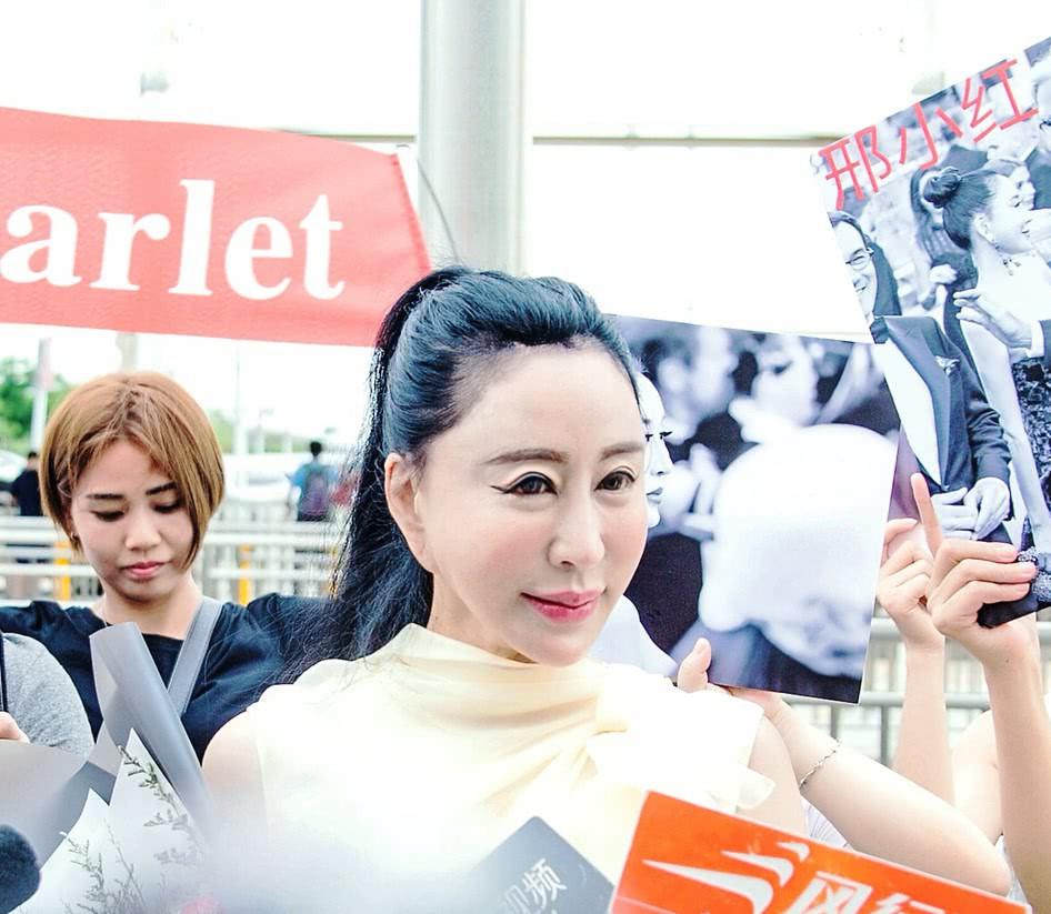Hoa hậu Trung Quốc cố tình ngã trào ngực tại Cannes được chào đón không kém gì Phạm Băng Băng - Ảnh 7.